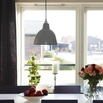 fönster industrilampa