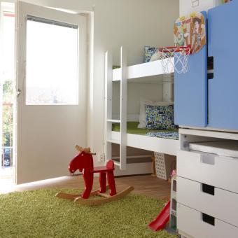 barnrum våningssäng grön matta